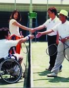 Photograph : Starting the Universal Tennis, players are two pair; one is a middle-aged man and a man of advanced age, and another is a young woman and a man in wheelchair.